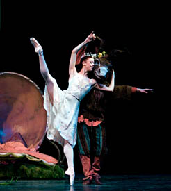 Lesley Rausch and Barry Kerollis in  A Midsummer Night's Dream. Photo © Angela Sterling